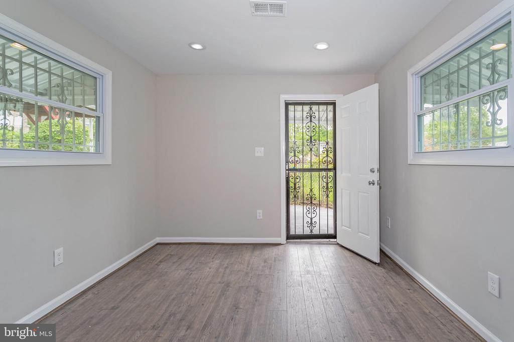 Den off Living room - 5362 HAYES ST NE, WASHINGTON