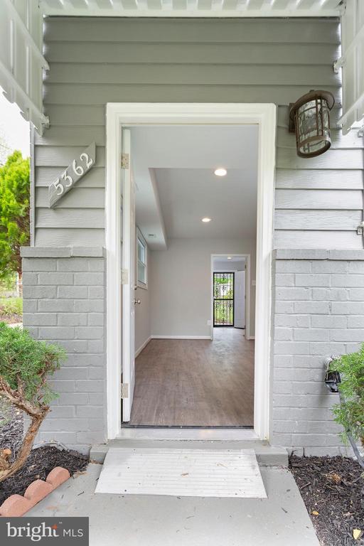 Front Entry Door - 5362 HAYES ST NE, WASHINGTON