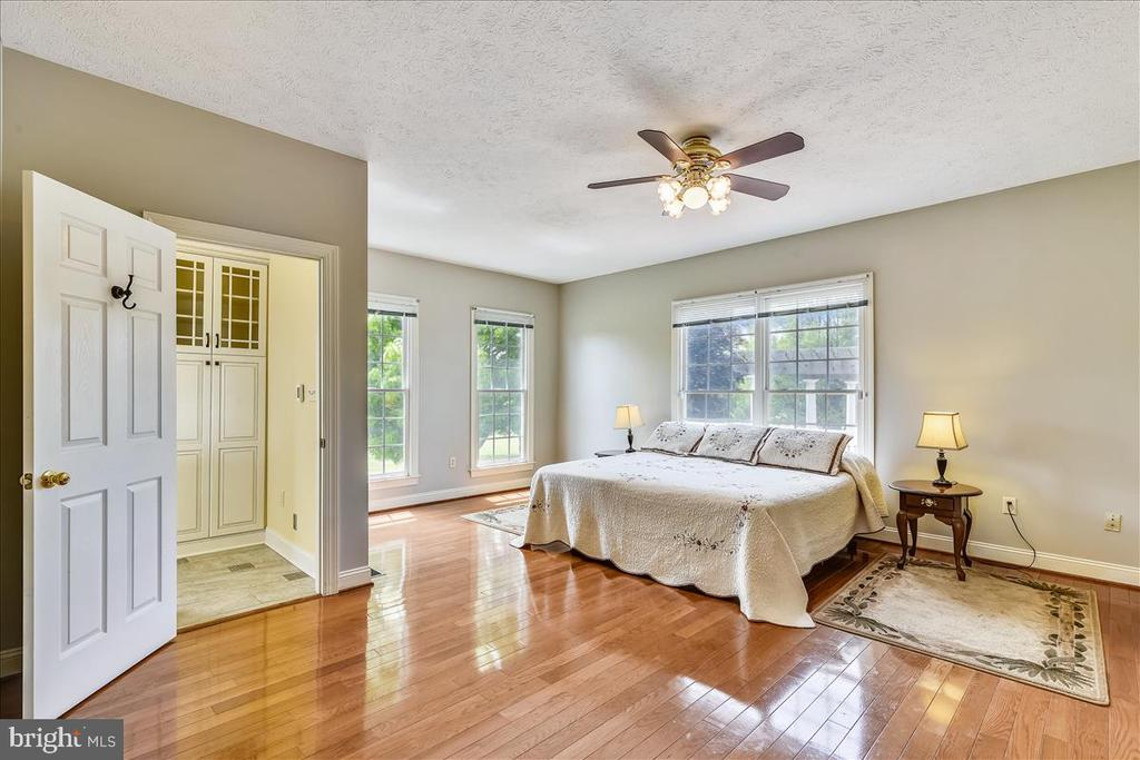 Beautiful hardwood floors - 2040 SALEM CHURCH RD, STEPHENS CITY