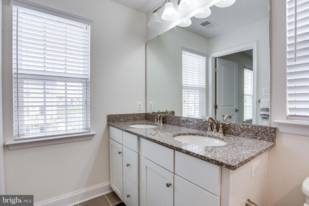 Double vanity with upgraded granite counter top - 4846 HITESHOW DR, FREDERICK