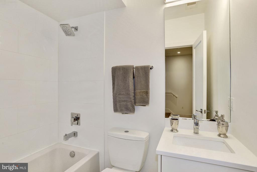Soaking tub in second bathroom - 1106 T ST NW, WASHINGTON