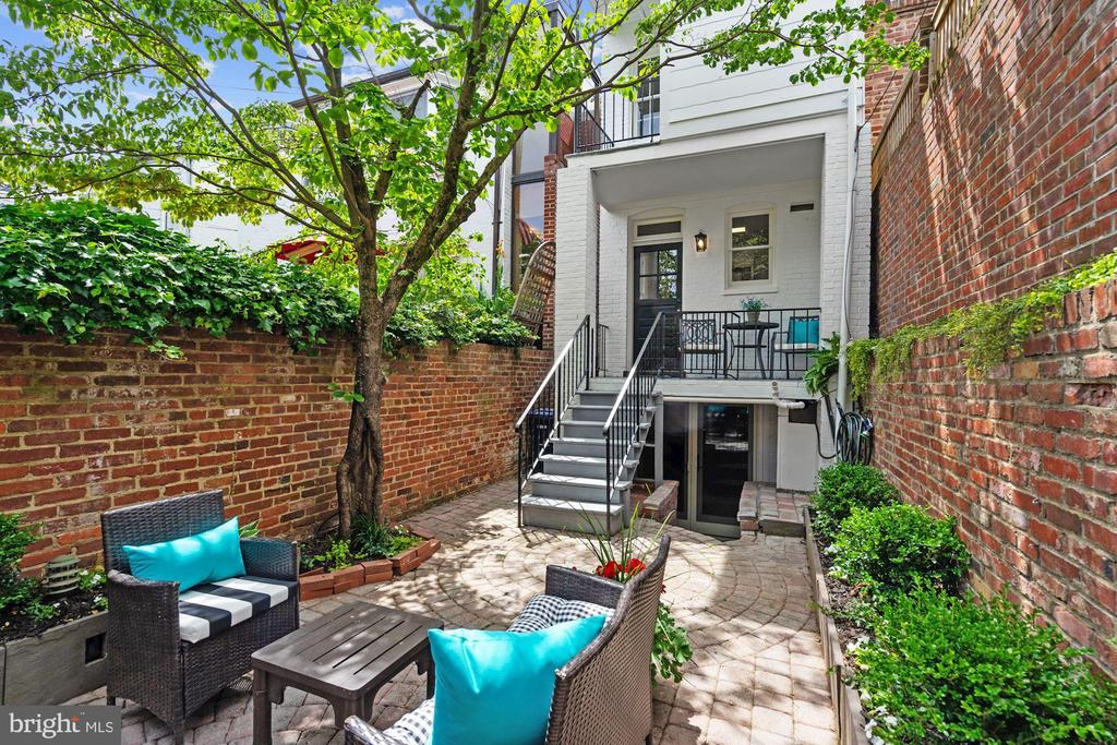 Porch and Patio - 1555 33RD ST NW, WASHINGTON