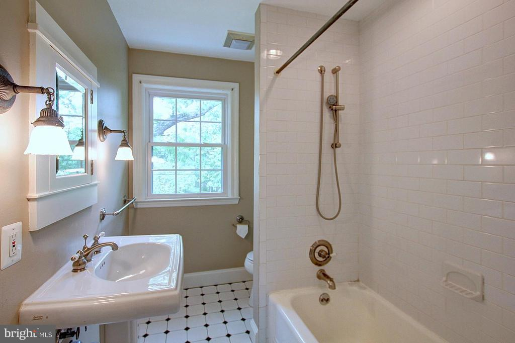 Upper Floor Bathroom - 6903 CARLETON TER, COLLEGE PARK
