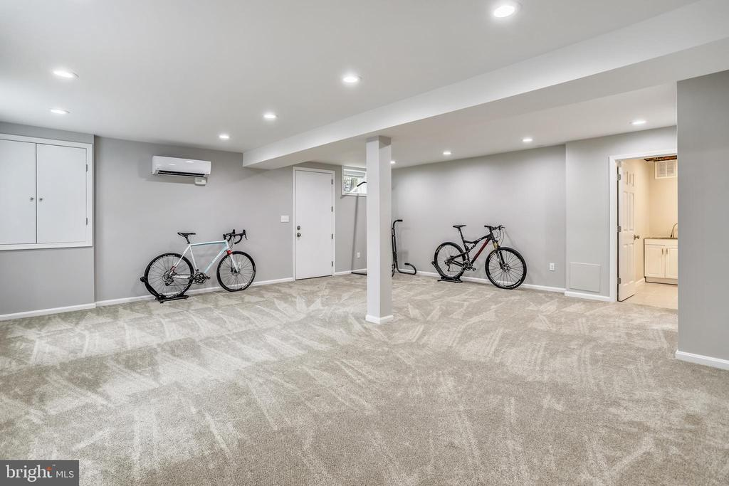 No ducking required in this 8 foot basement - 4924 BUTTERWORTH PL NW, WASHINGTON