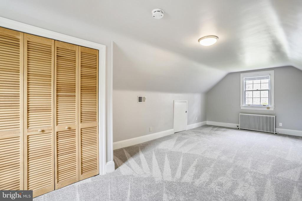 Huge attic room with loads of closet/storage space - 4924 BUTTERWORTH PL NW, WASHINGTON