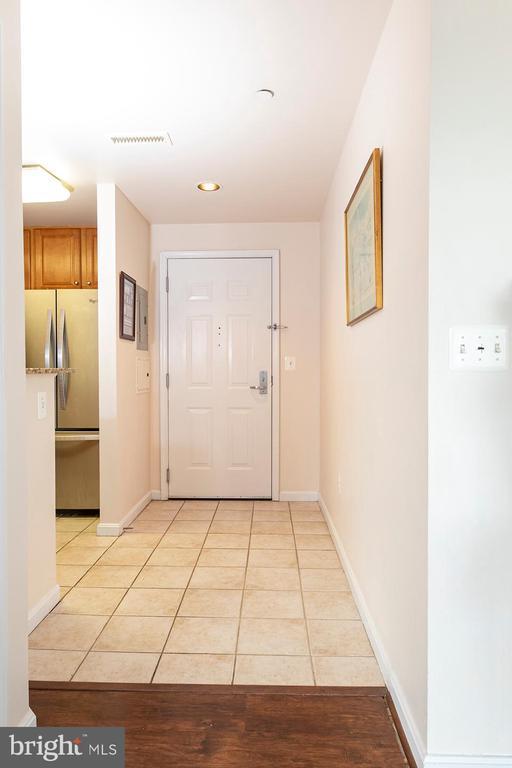 Entrance Corridor of the Condo Unit - 11710 OLD GEORGETOWN ROAD #1521, NORTH BETHESDA