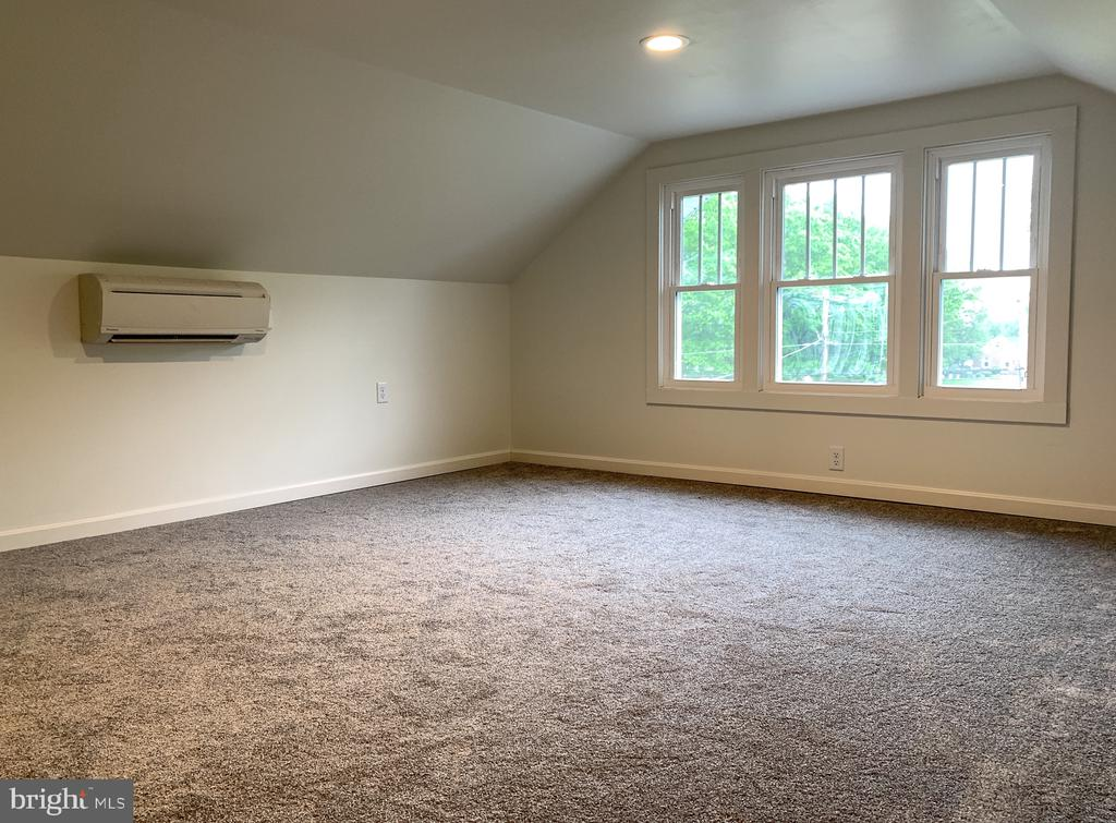 Bedroom 3 - upstairs (7ft tall ceilings) - 3630 PETERSVILLE RD, KNOXVILLE