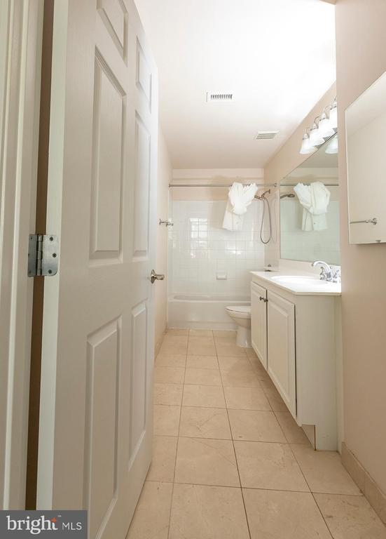 Private Master Bathroom - 11710 OLD GEORGETOWN ROAD #1521, NORTH BETHESDA
