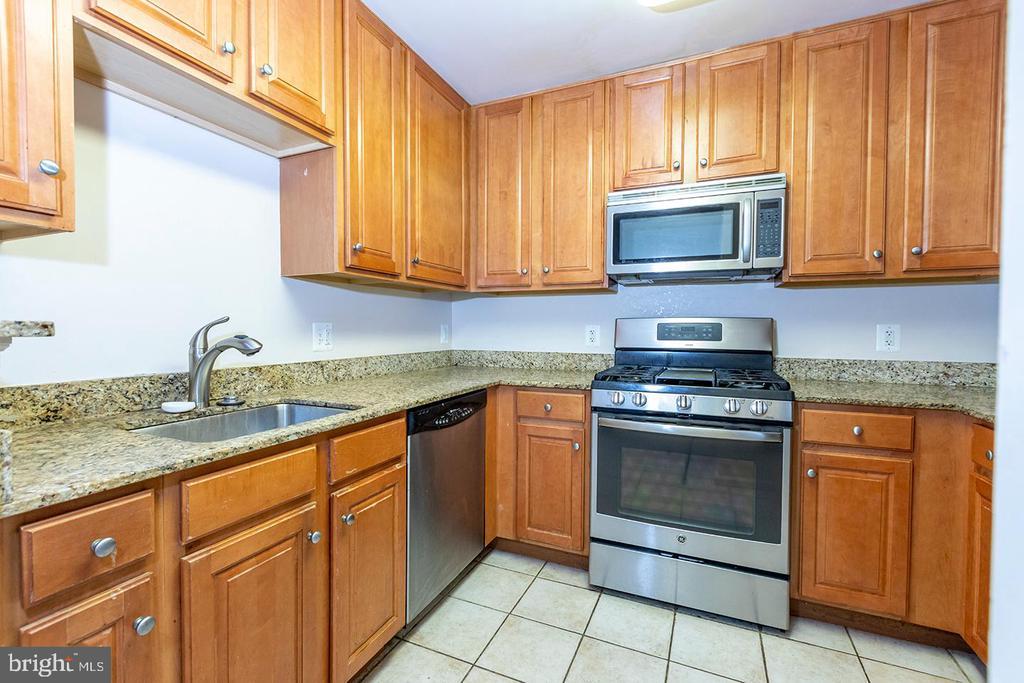 Kitchen - 11710 OLD GEORGETOWN ROAD #1521, NORTH BETHESDA