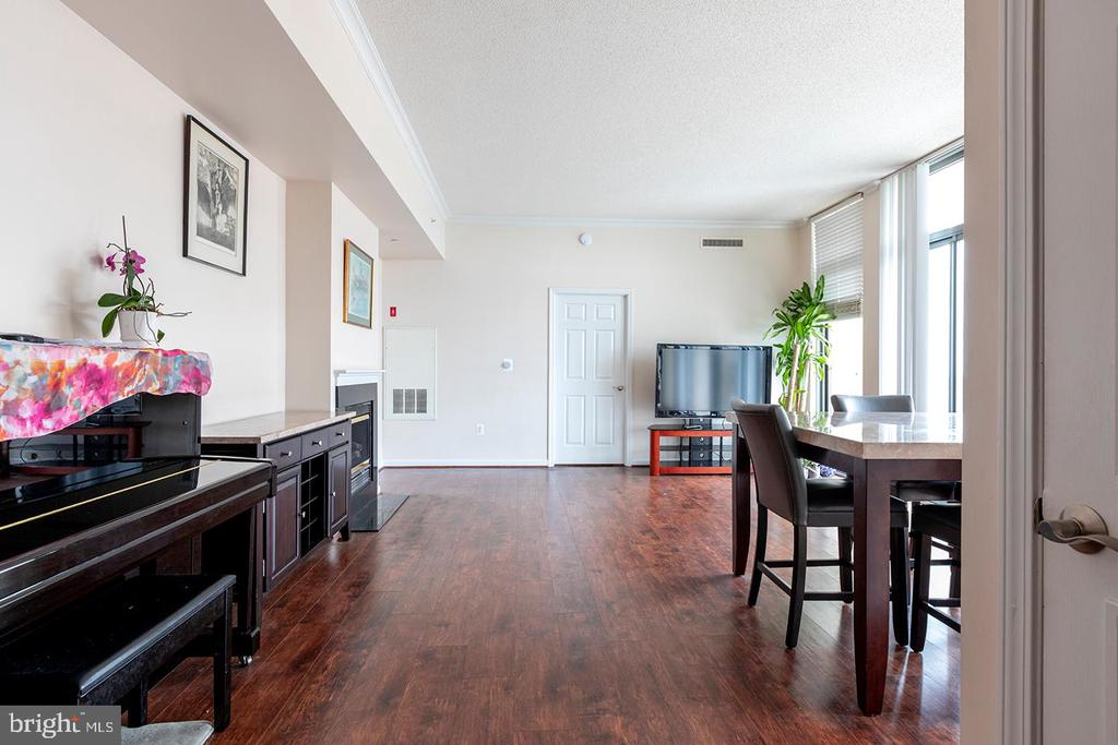 Living/Dining Area - 11710 OLD GEORGETOWN ROAD #1521, NORTH BETHESDA
