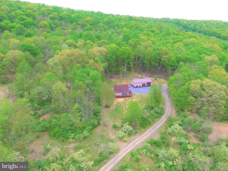 Single Family Homes pour l Vente à Clearville, Pennsylvanie 15535 États-Unis