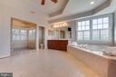 Spacious shower and separate soaking tub - 17072 SILVER CHARM PL, LEESBURG