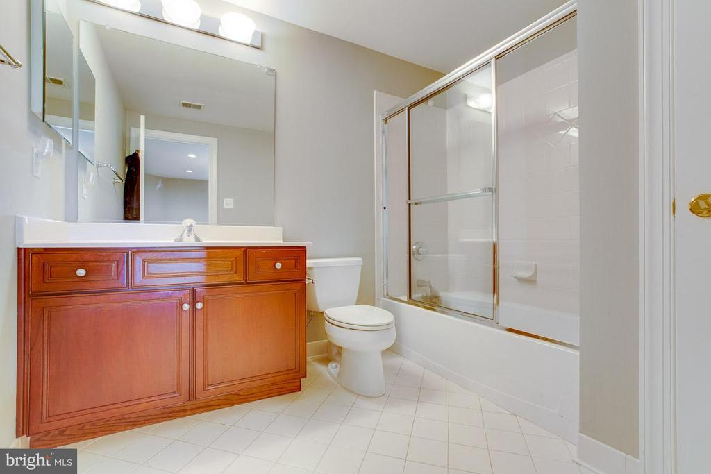 Lower level full bathroom - 17072 SILVER CHARM PL, LEESBURG