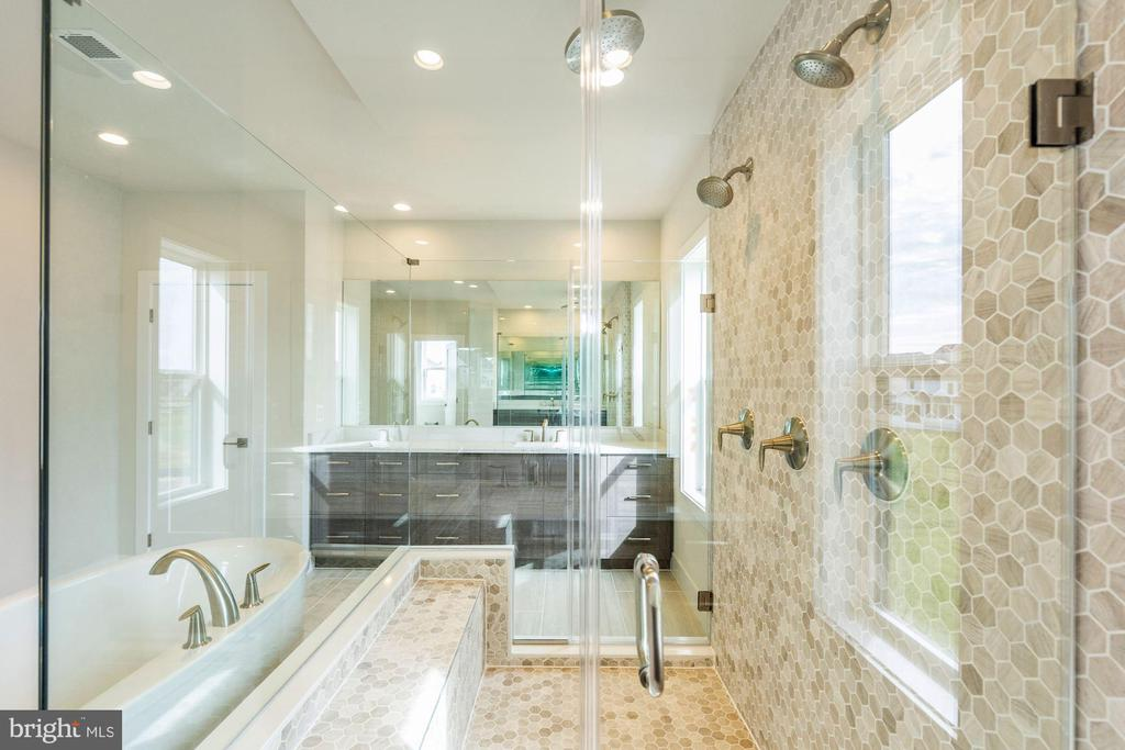 Ahrens Traditional Master Bathroom - 24966 LENAH MILL XING, ALDIE