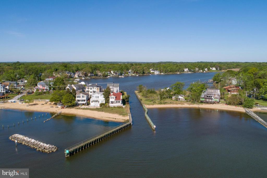 Community fishing pier and beach next to entrance - 1218 WASHINGTON DR, ANNAPOLIS