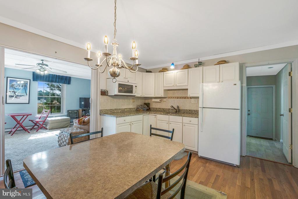 Kitchenette on walk-out lower level - 1218 WASHINGTON DR, ANNAPOLIS