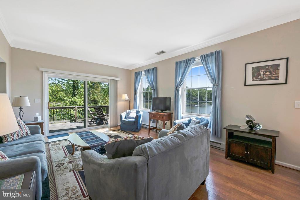 Step out to the water view deck - 1218 WASHINGTON DR, ANNAPOLIS