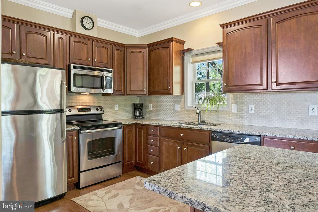 Updated kitchen with granite counters - 1218 WASHINGTON DR, ANNAPOLIS