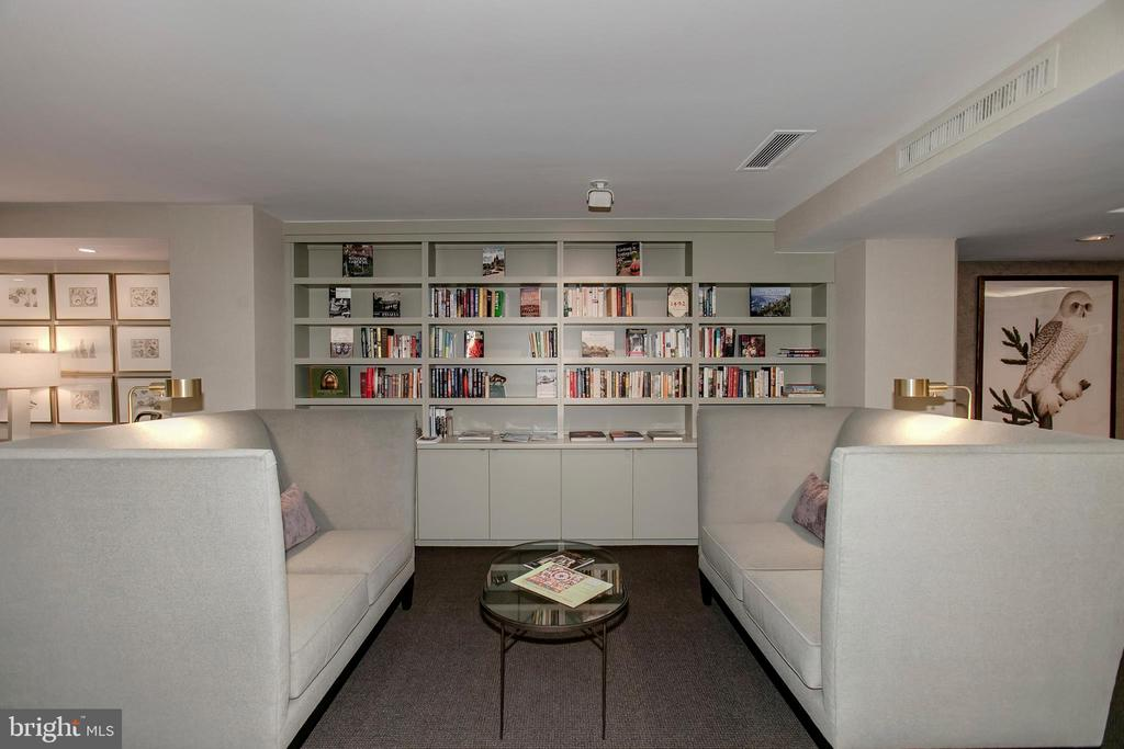 Reading Area - 4100 CATHEDRAL AVE NW #810, WASHINGTON