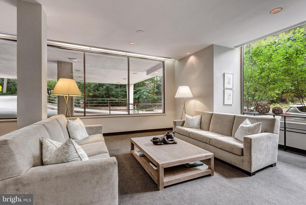 Spacious Lobby - 4100 CATHEDRAL AVE NW #810, WASHINGTON