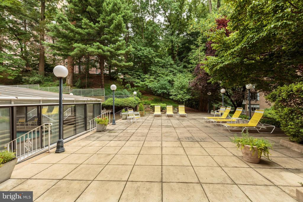 Outdoor Pool Patio Area - 4100 CATHEDRAL AVE NW #810, WASHINGTON