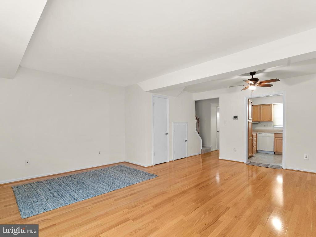 Open space for the living and dining areas. - 1030-B MARGATE CT, STERLING