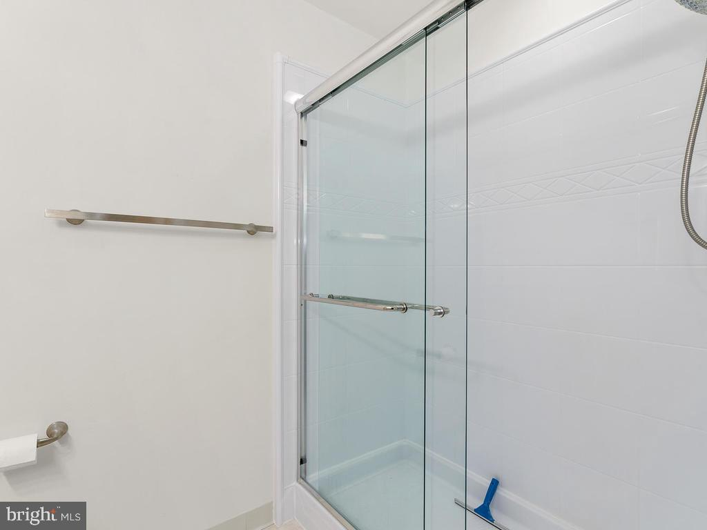 Recently replaced shower surround. - 1030-B MARGATE CT, STERLING