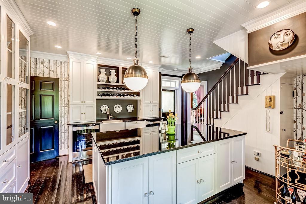 Sleek pantry /second kitchen w/ custom storage - 38025 JOHN MOSBY HWY, MIDDLEBURG