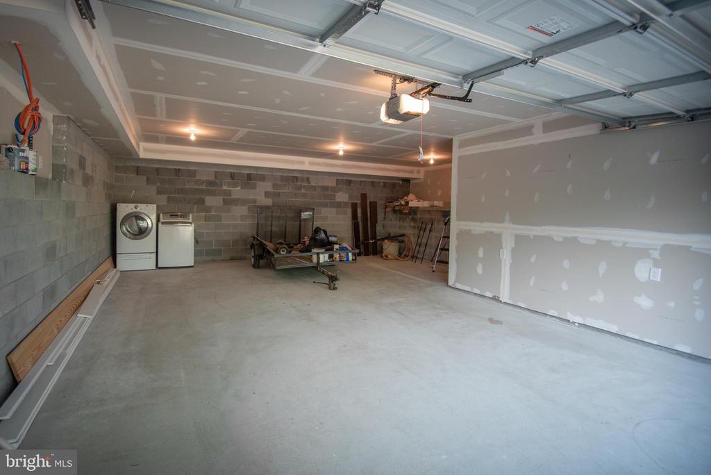 Over sized garage - 10134 LIBERTY RD, FREDERICK