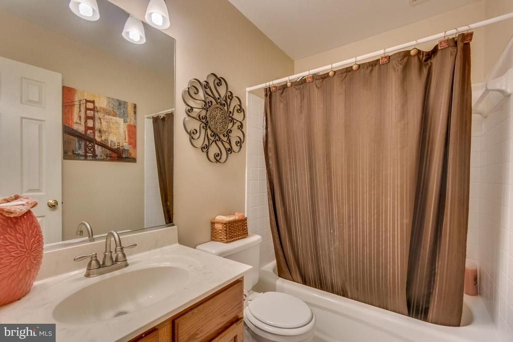 Hallway Full Bathroom - 9508 TIMBERLAKE RD, FREDERICKSBURG