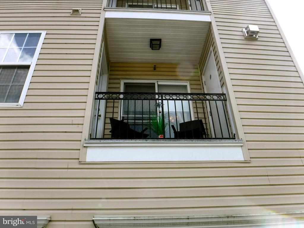 Balcony overlooking garage - 15839 JOHN DISKIN CIR #72, WOODBRIDGE