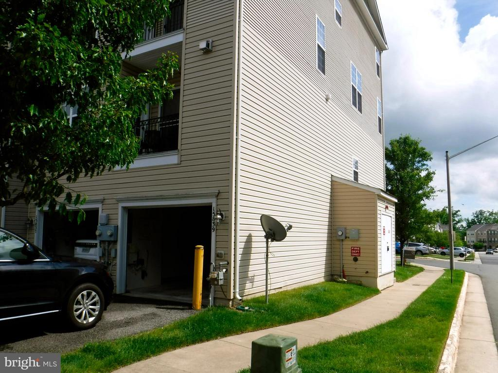 Rear of townhouse - 15839 JOHN DISKIN CIR #72, WOODBRIDGE