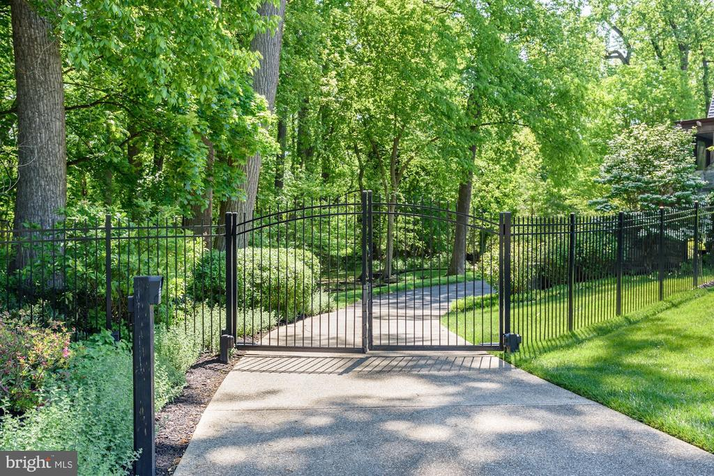 Gated Driveway - 6409 KENNEDY DR, CHEVY CHASE