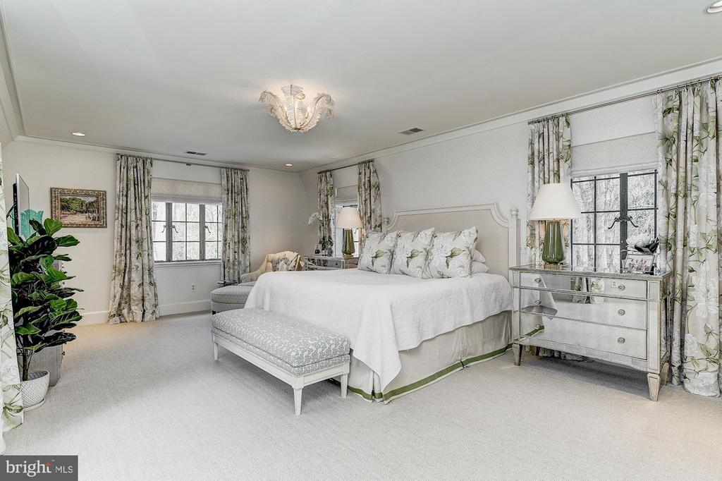Master Bedroom - 6409 KENNEDY DR, CHEVY CHASE