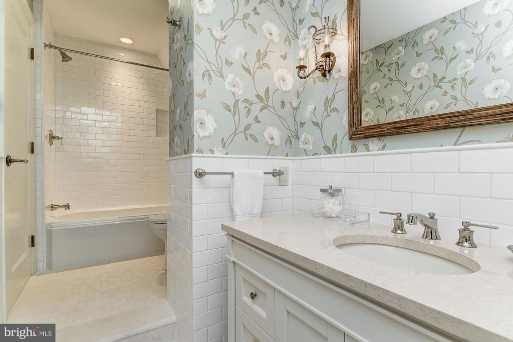 Ensuite Bathroom - 6409 KENNEDY DR, CHEVY CHASE