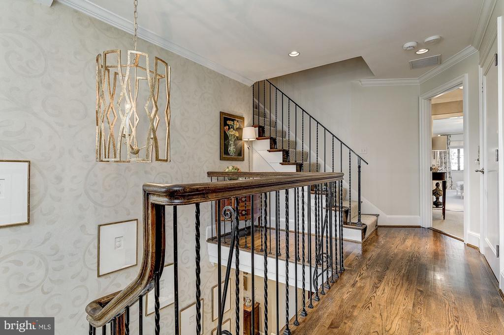 Upstairs Landing - 6409 KENNEDY DR, CHEVY CHASE