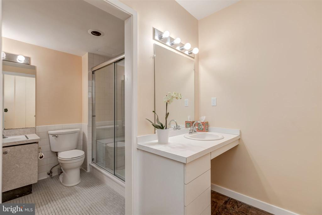 Dressing /Master Bathroom - 4100 CATHEDRAL AVE NW #810, WASHINGTON