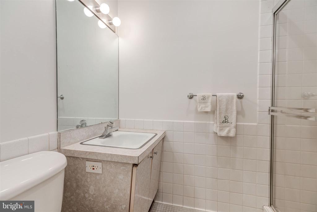 Full Bathroom - 4100 CATHEDRAL AVE NW #810, WASHINGTON