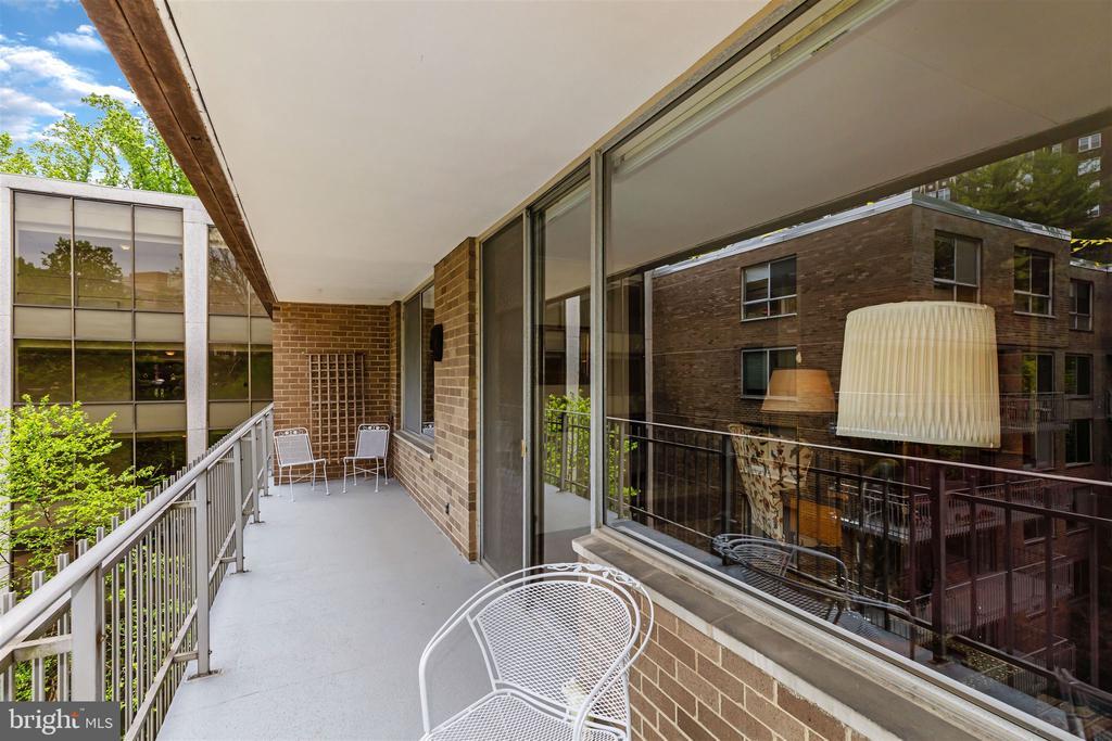 Large Balcony - 4100 CATHEDRAL AVE NW #810, WASHINGTON