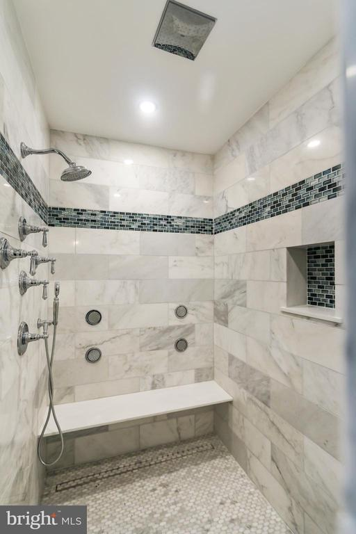 Soaker shower with ceiling mounted rain head - 2705 WOODLEY RD NW, WASHINGTON