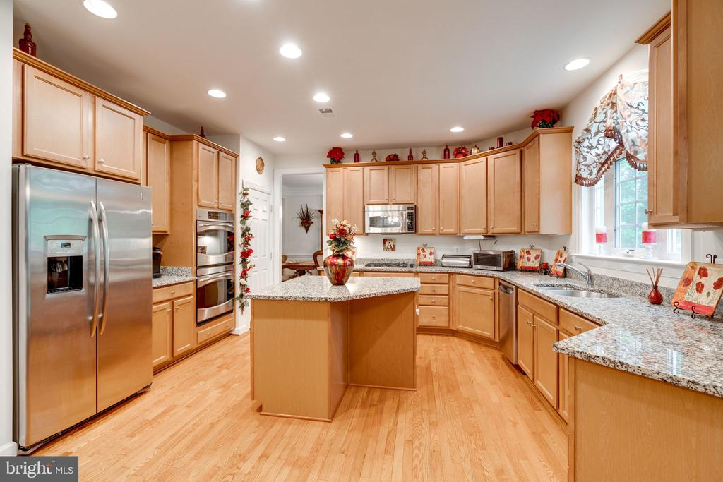 Loads of cabinets and acres of counter space! - 15672 ALTOMARE TRACE WAY, WOODBRIDGE
