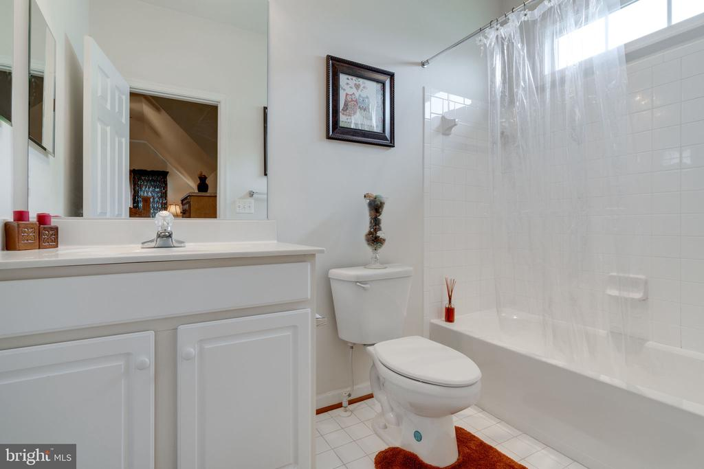 Private bath off of Bedroom 3 - 15672 ALTOMARE TRACE WAY, WOODBRIDGE