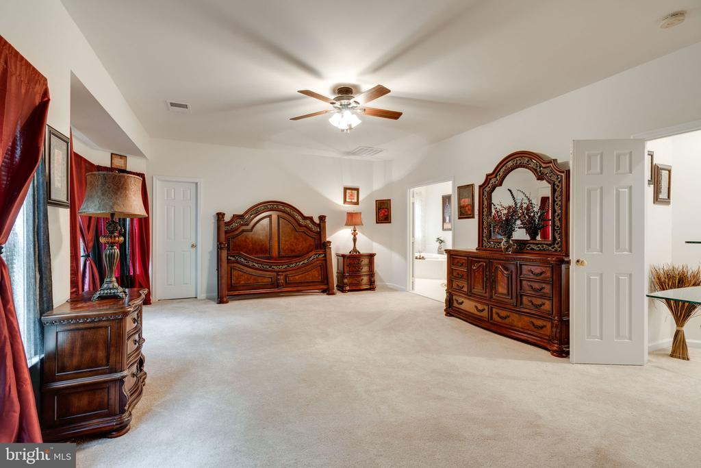 More space than you'll know what to do with... - 15672 ALTOMARE TRACE WAY, WOODBRIDGE