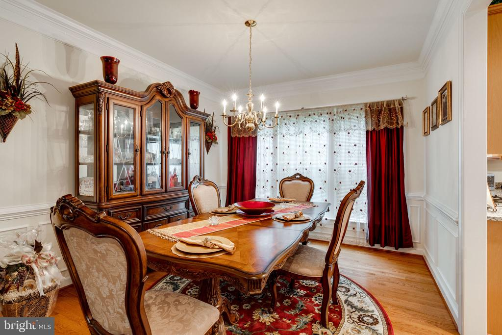 Large and lovely formal dining room - 15672 ALTOMARE TRACE WAY, WOODBRIDGE