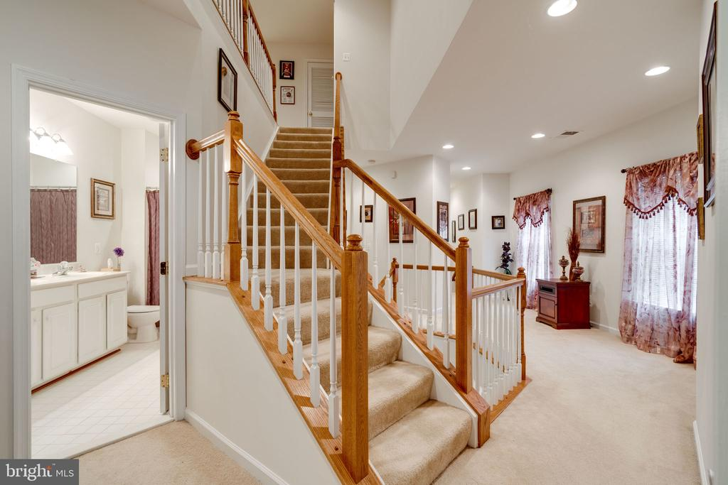 Second level hallway - 15672 ALTOMARE TRACE WAY, WOODBRIDGE