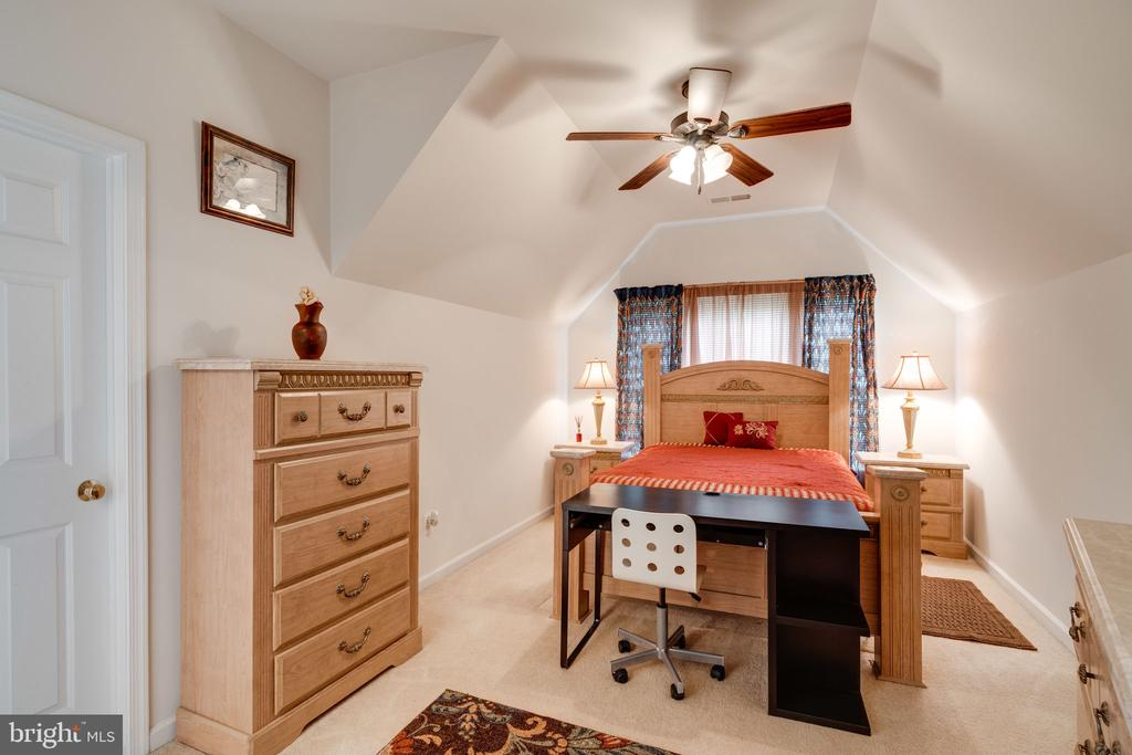 Bedroom 3 - Princess suite with private bath! - 15672 ALTOMARE TRACE WAY, WOODBRIDGE
