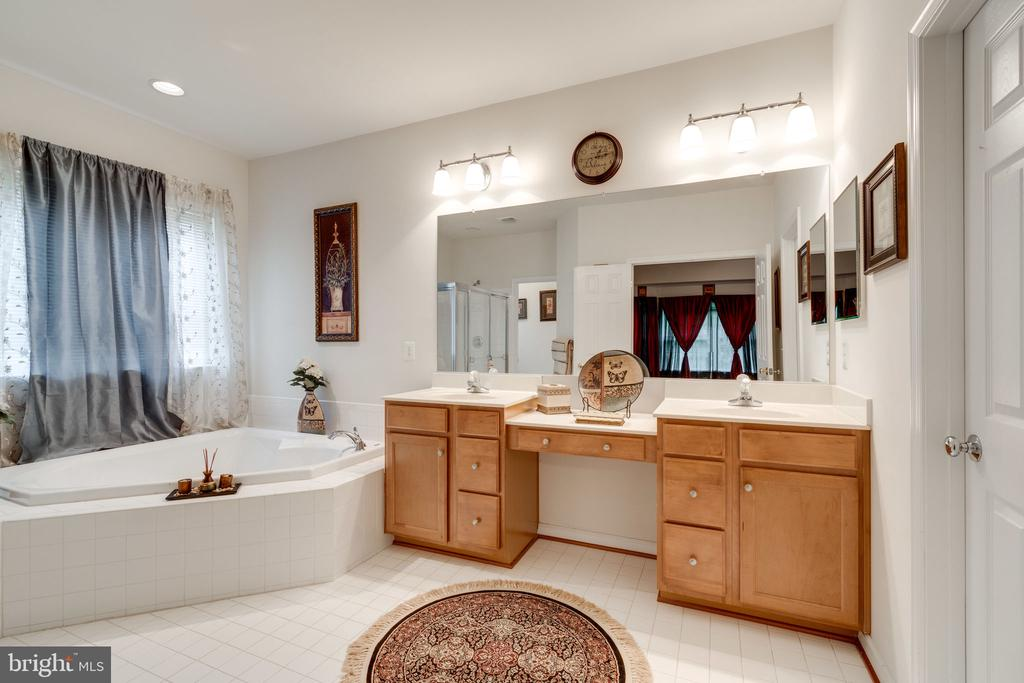 Enormous master bath with dual vanity! - 15672 ALTOMARE TRACE WAY, WOODBRIDGE
