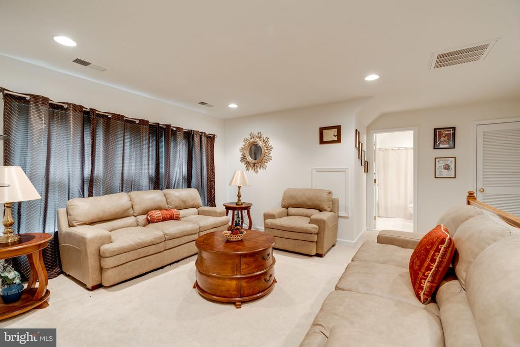 Cozy and spacious 4th floor living space! - 15672 ALTOMARE TRACE WAY, WOODBRIDGE