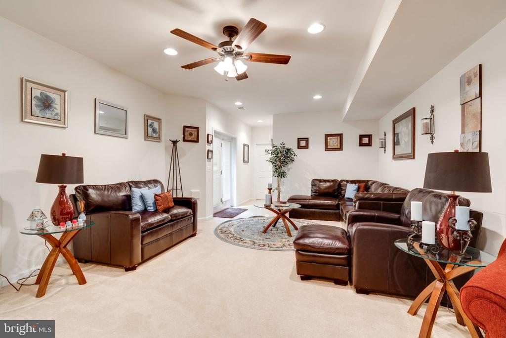 MORE BASEMENT SPACE - Maybe a game room??? - 15672 ALTOMARE TRACE WAY, WOODBRIDGE