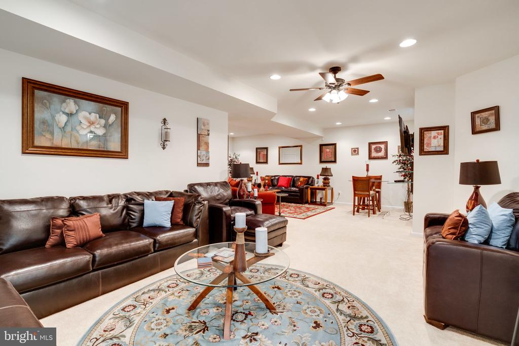 Space for anything a family might need! - 15672 ALTOMARE TRACE WAY, WOODBRIDGE